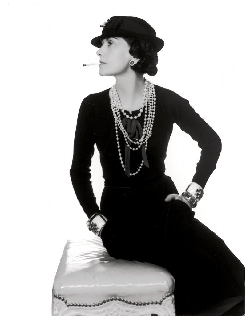 Черное кружевное платье шанель